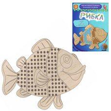 Вышивка на фанере «Рыбка»
